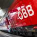 Ein Zug der ÖBB mit dem ÖBB-Logo.